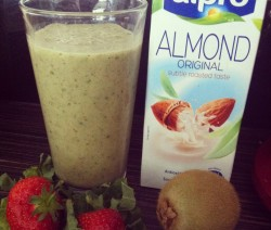Summer green almond milk smoothie