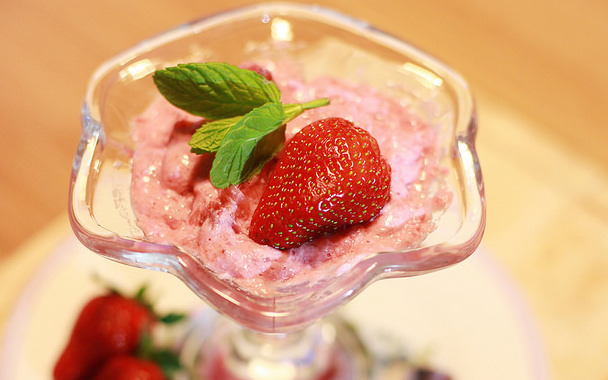 Healthy Strawberry Mousse