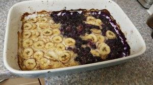 Baked oats with berries and banana
