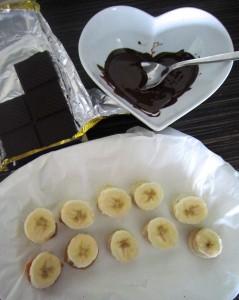 Frozen banana bites