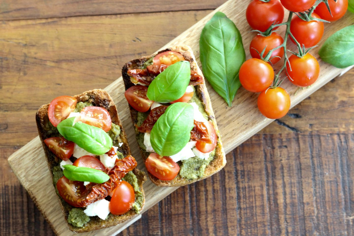 Healthy Bruschetta with Pesto, Tomato & Feta